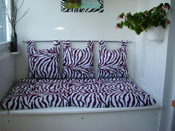 фото: диван на балконе