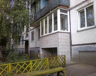 фото: приставной балкон на сваях