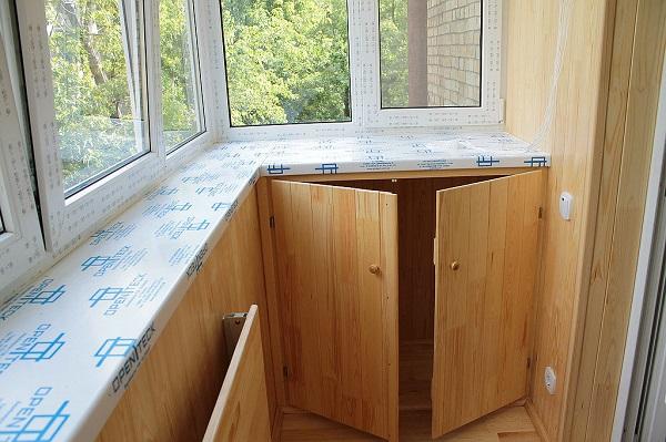 фото: подоконник на балконе под шкафчик