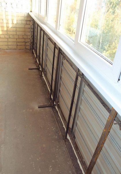 укрепленный парапет балкона