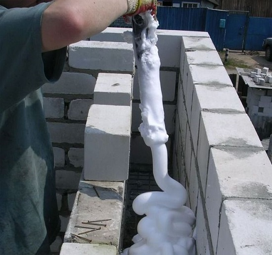утепление стен пеноизолом