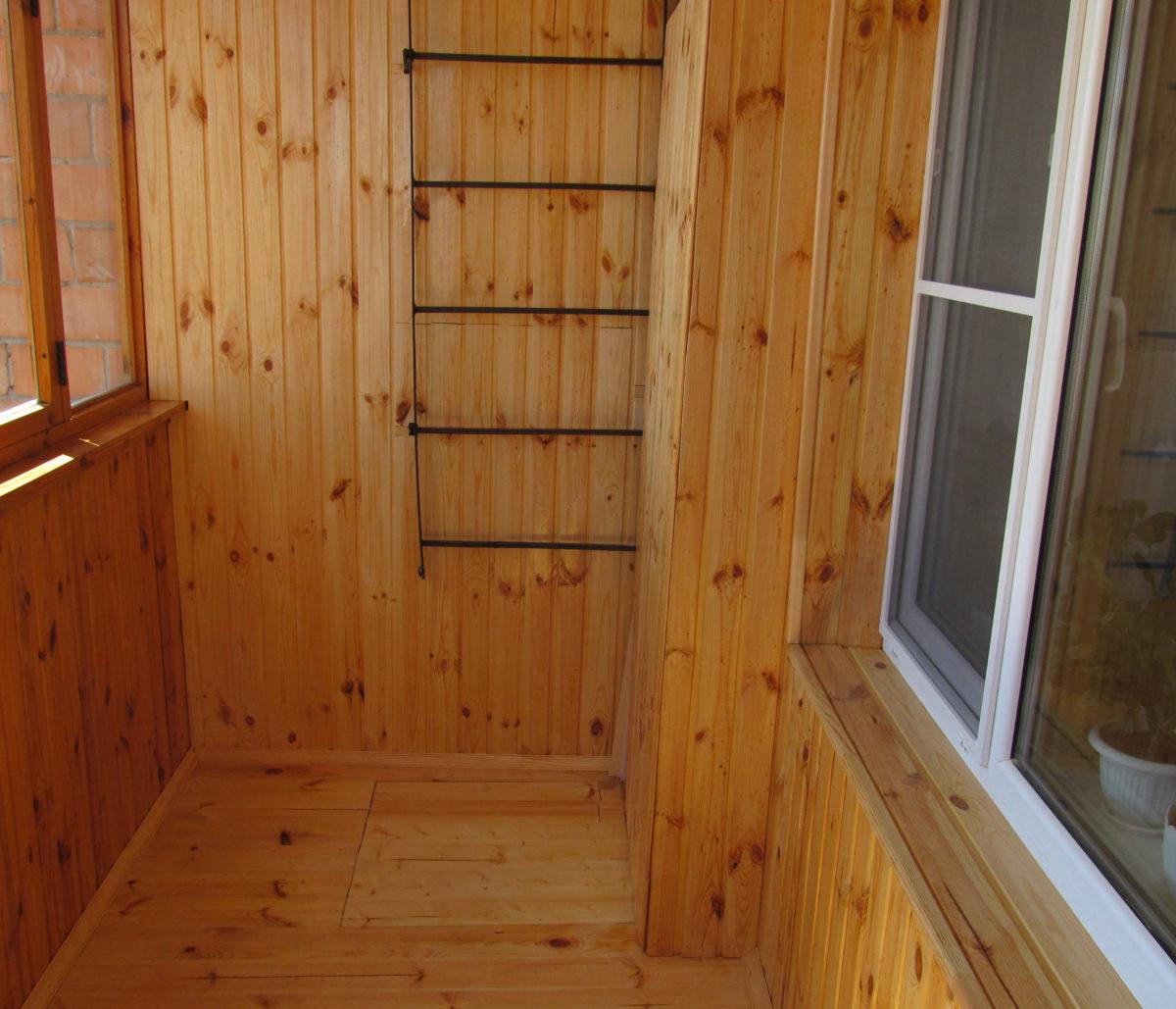 Как обшить балкон рейкой