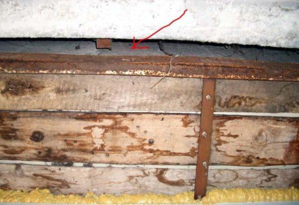 заделать щели на деревянных поверхностях