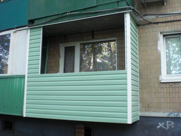 Обшивка балкона сайдингом снаружи без остекления