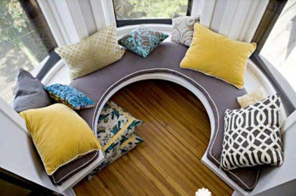диван в эркере