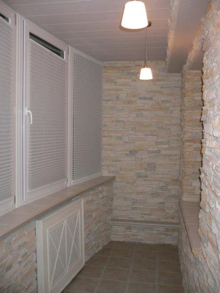 декоративный камень на балконе