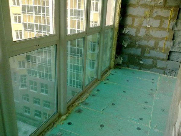 утепление витражного балкона