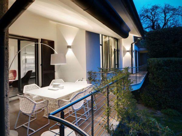 столик на балконе в частном доме
