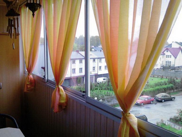 Шторы для балконного окна: фото дизайна и оформления.