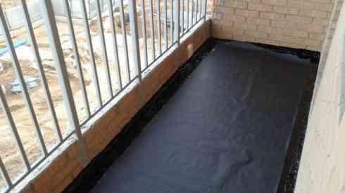 фото: гидроизоляция пола балкона