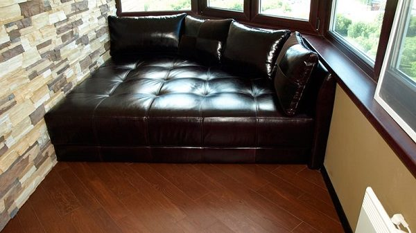 фото: угловой диванчик на балкон