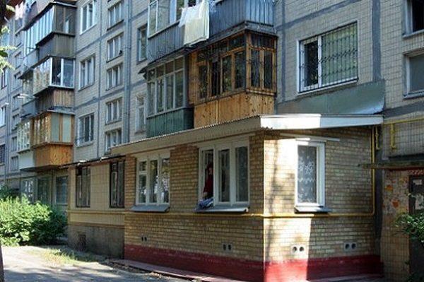 фото: расширение балкона на первом этаже