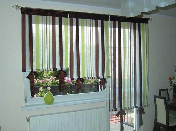 римские шторы на окно с балконной дверью