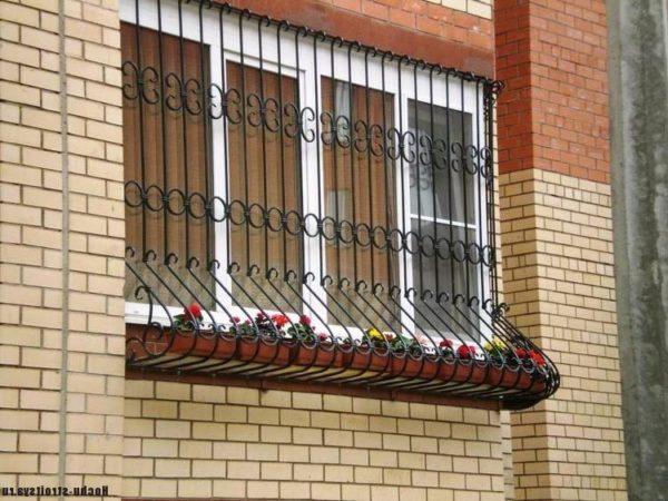 фото: кованные решетки на балкон
