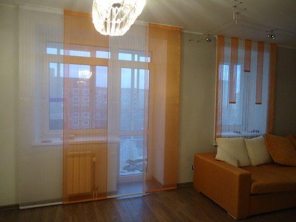 фото: Японские шторы на окно с балконом