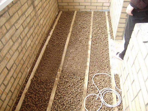 фото: Материалы для утепления пола балкона