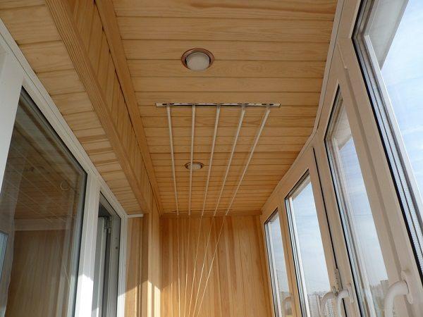 потолок на балконе из вагонки