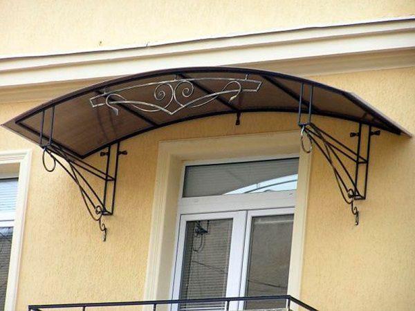 фото: козырек на балкон