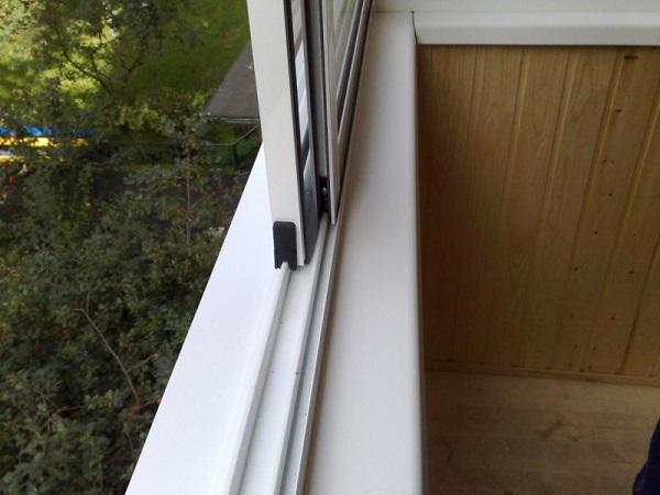 фото: раздвижные системы на балкон