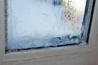фото: конденсат на балконе замерз