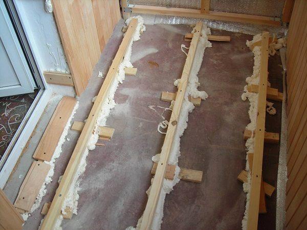 Как выровнять пол балкона лагами своими руками