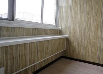 фото: отделка балкона пластиковыми панелями