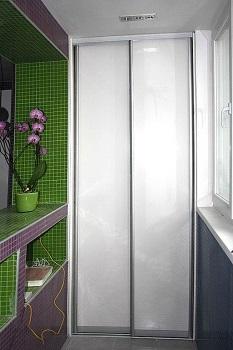 фото: шкаф-купе из пластика