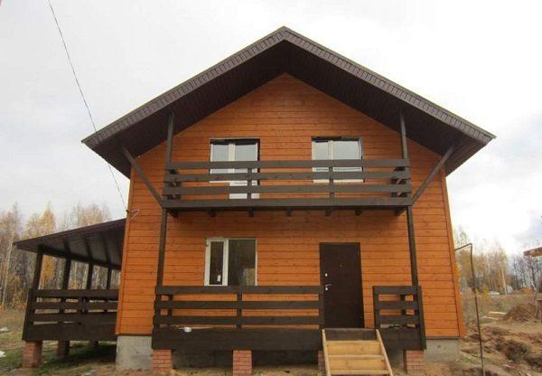балкон из дерева в частном доме