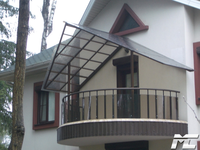 Навес над балконом в частном доме фото.