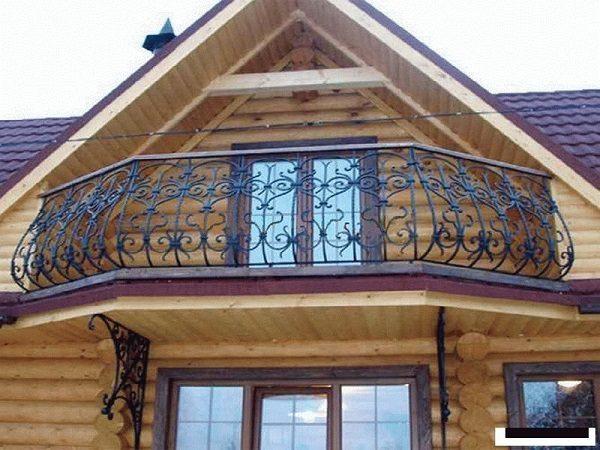 кованный балкон в частном доме