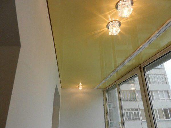Натяжной потолок на лоджии