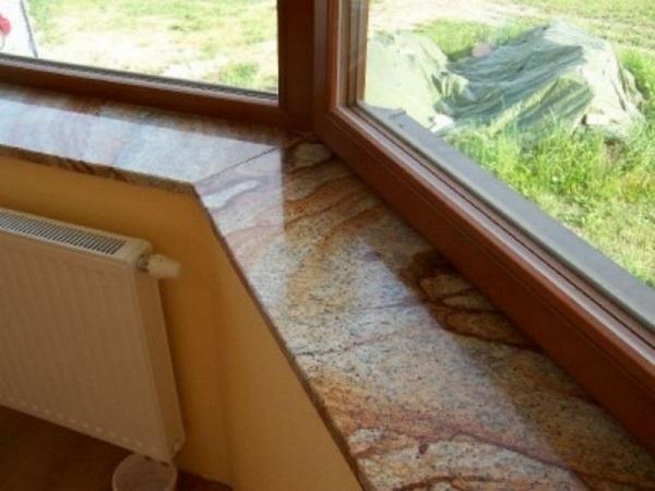 фото: подоконник из гранита на балкон