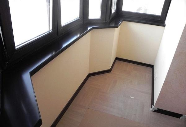фото: подоконник из искусственного камня на балкон