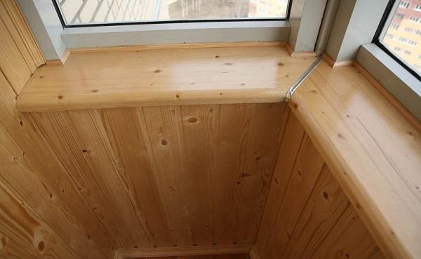 деревянный подоконник на балкон