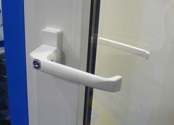 многозапорная балконная ручка с замком
