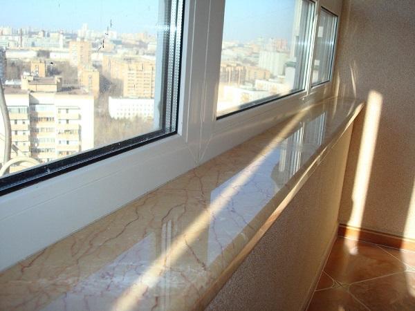 фото: мраморный подоконник на балкон