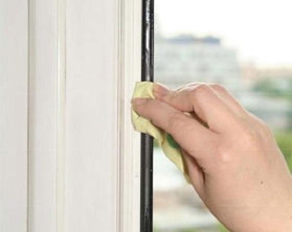 фото: уход за резинками пластикового окна