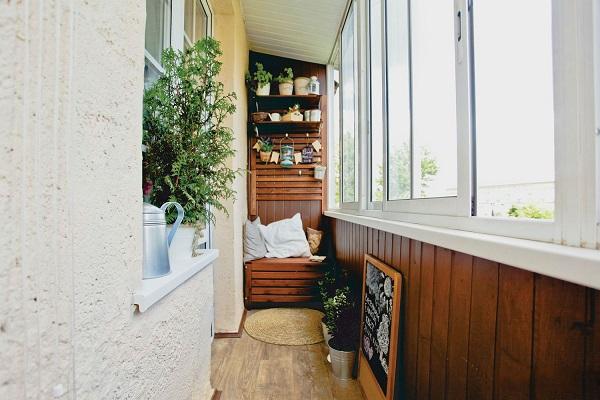 фото: коричневый цвет в интерьере балкона и лоджии