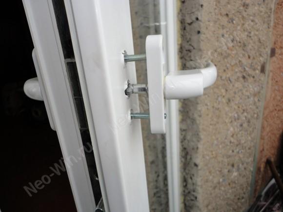 установка двухсторонней ручки на балконную дверь