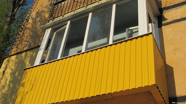 фото: покраска профнастила балкона