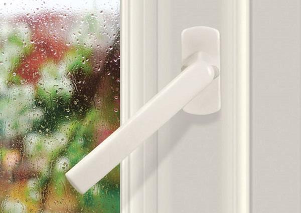 фото: ручка для балконной пластиковой двери