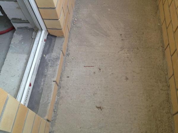 фото: Подготовка к заливке стяжки на балконе