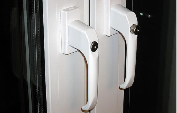 поворотные ручки на балконную пластиковую дверь