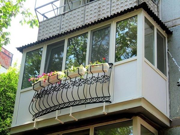 фото: французский балкон с панорамным остеклением
