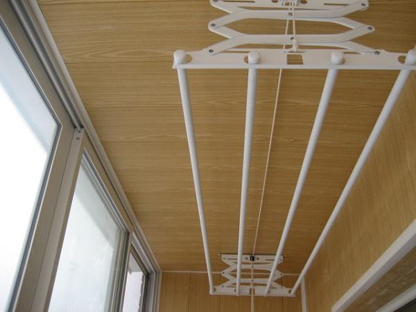 Посоветуйте потолочную сушилку для белья на балкон.