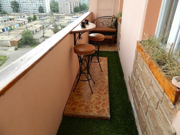 фото: дизайн открытого балкона