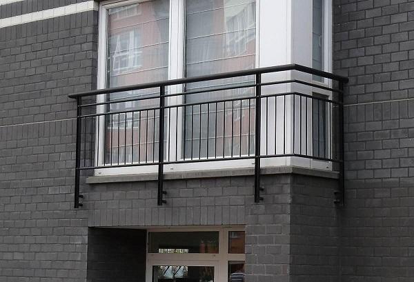 фото: французский балкон с ограждением