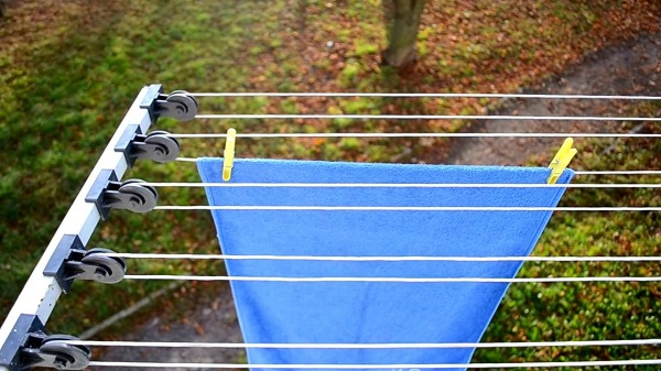 фото: наружная сушилка для белья на балкон