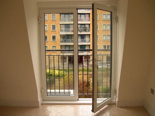 двери в пол на балкон