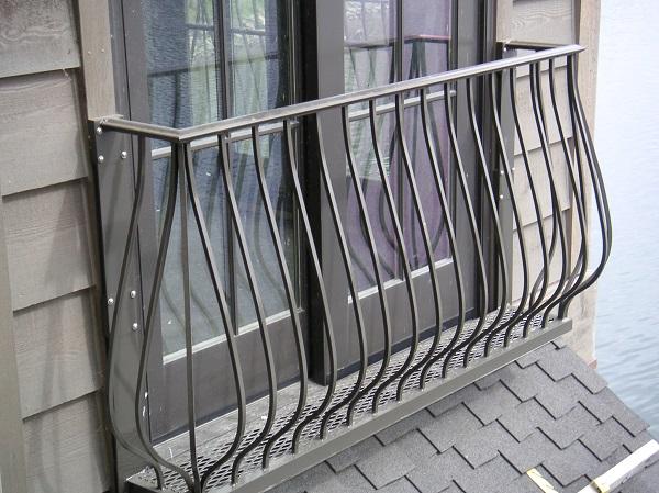 фото: современный французский балкон